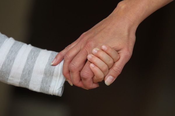 A mother and her child hold hands in Kaufbeuren, Germany, 5 November 2012. Photo: Karl-Josef Hildenbrand